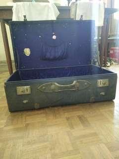 Antique hand carry luggage bag