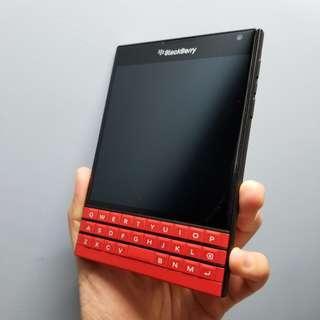 美版獨有紅色Blackberry Passport Red