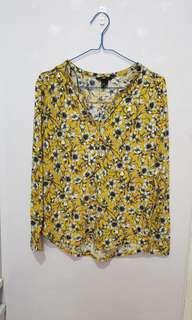 Top yellow flower motif