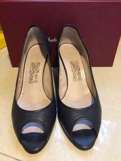 Ferragamo 船踭鞋