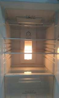 Peti ais / fridge hisense