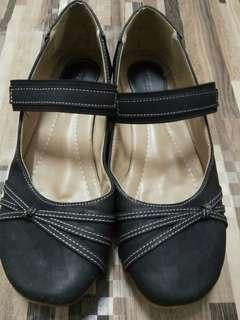 Casual black shoes