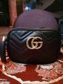 Gucci款流蘇拉鍊側背包