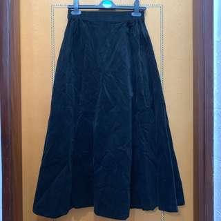 $60 韓國黑色燈芯絨中長傘裙 (半橡筋腰圍可達35吋,長85cm)