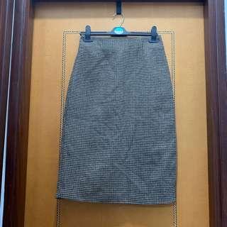 $40 棕色千鳥格中長裙 內有䋥布 (腰圍26-27吋,長65cm)