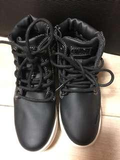 Child shoes 100%new size 31