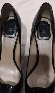Black Heeled Tiptoe Shoes
