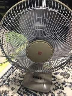 🚚 KDK strong fan (short table fan)