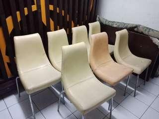 Jual kursi ex resto/ cafe . Kursi dudukan sofa lapis kulit