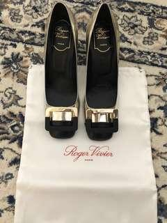 Roger Vivier U-Look buckle leather pumps