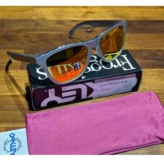 Oakley Frogskins™ Checkbox Collection (Asia Fit) Sunglasses • Checkbox Silver Frame • Fire Iridium Lens OO9245-6054