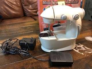 🚚 桌上型縫紉 裁縫機