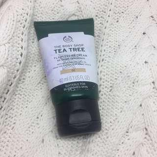 The Body Shop Tea Tree Flawless BB Cream 02
