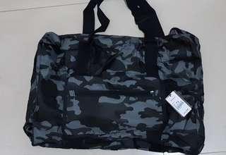 Bossini 輕巧可摺合迷彩旅行袋實用運動袋