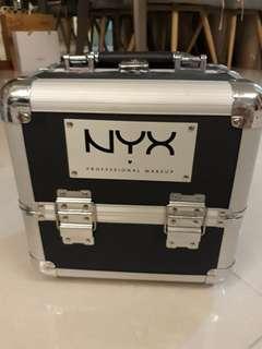 🚚 NYX makeup box