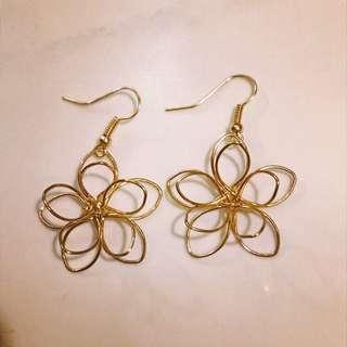 金色花形耳環Earrings