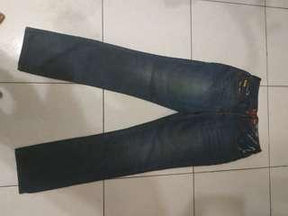 🚚 鬼洗,28腰,板橋區江子翠捷運站五號出口自取