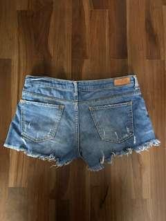 🚚 Zara mid rise shorts