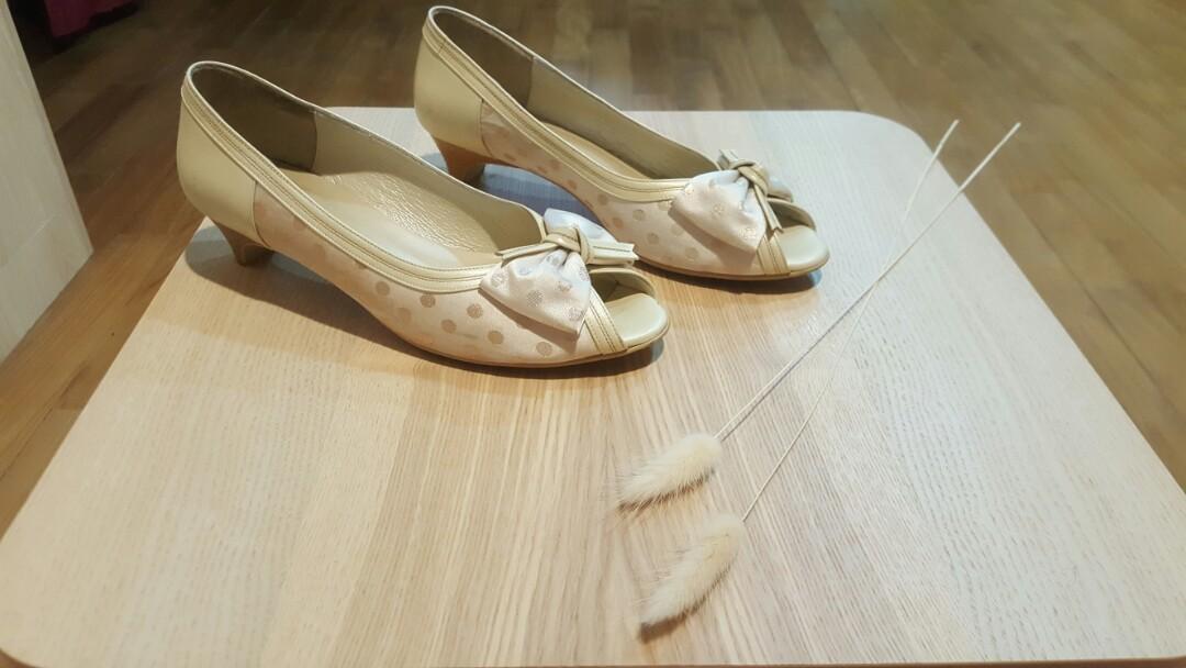 ※※※※※米色蝴蝶結阿瘦跟鞋,皮鞋,魚口鞋※※※※※