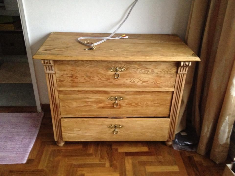 Antique solid chest of drawers