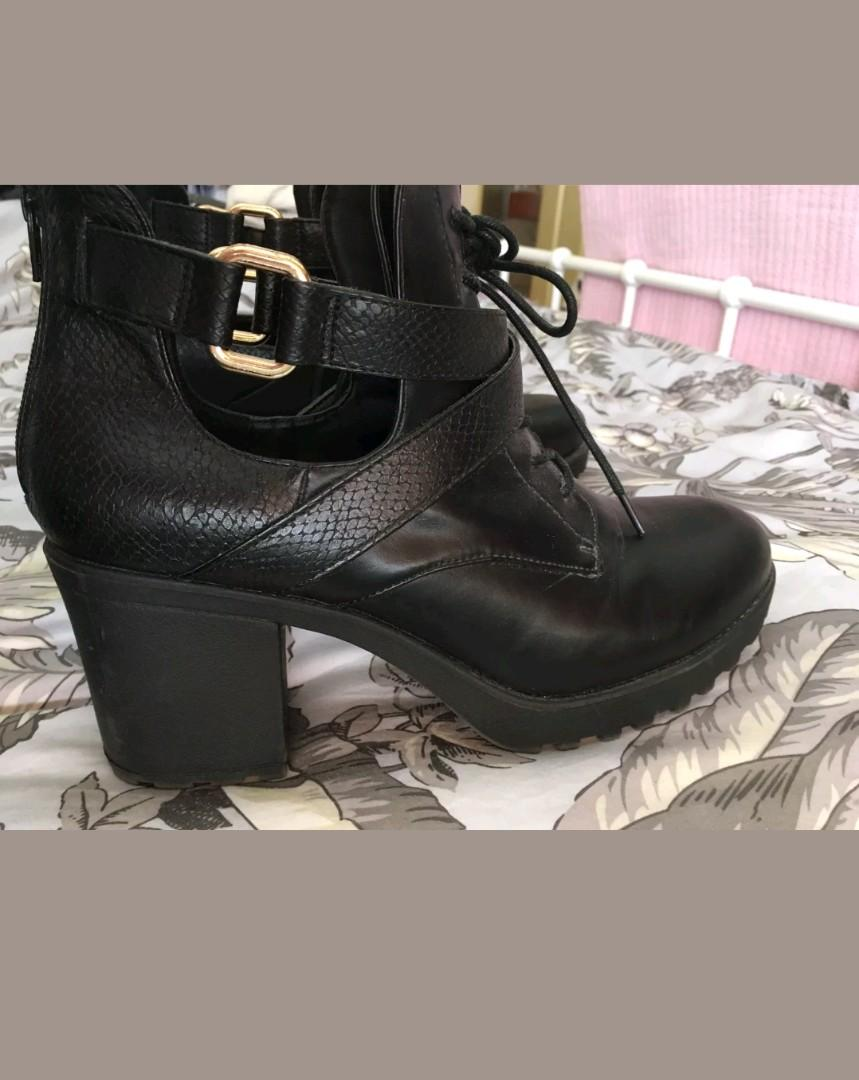 Boohoo brand Black ankle boots with gold hardware. Size 41. Excellent condition.