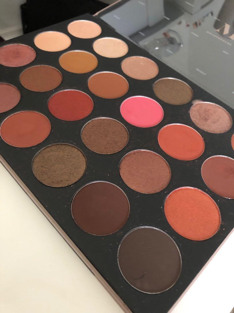 Buy 1 and get four palettes for free!! Morphe 24G palette