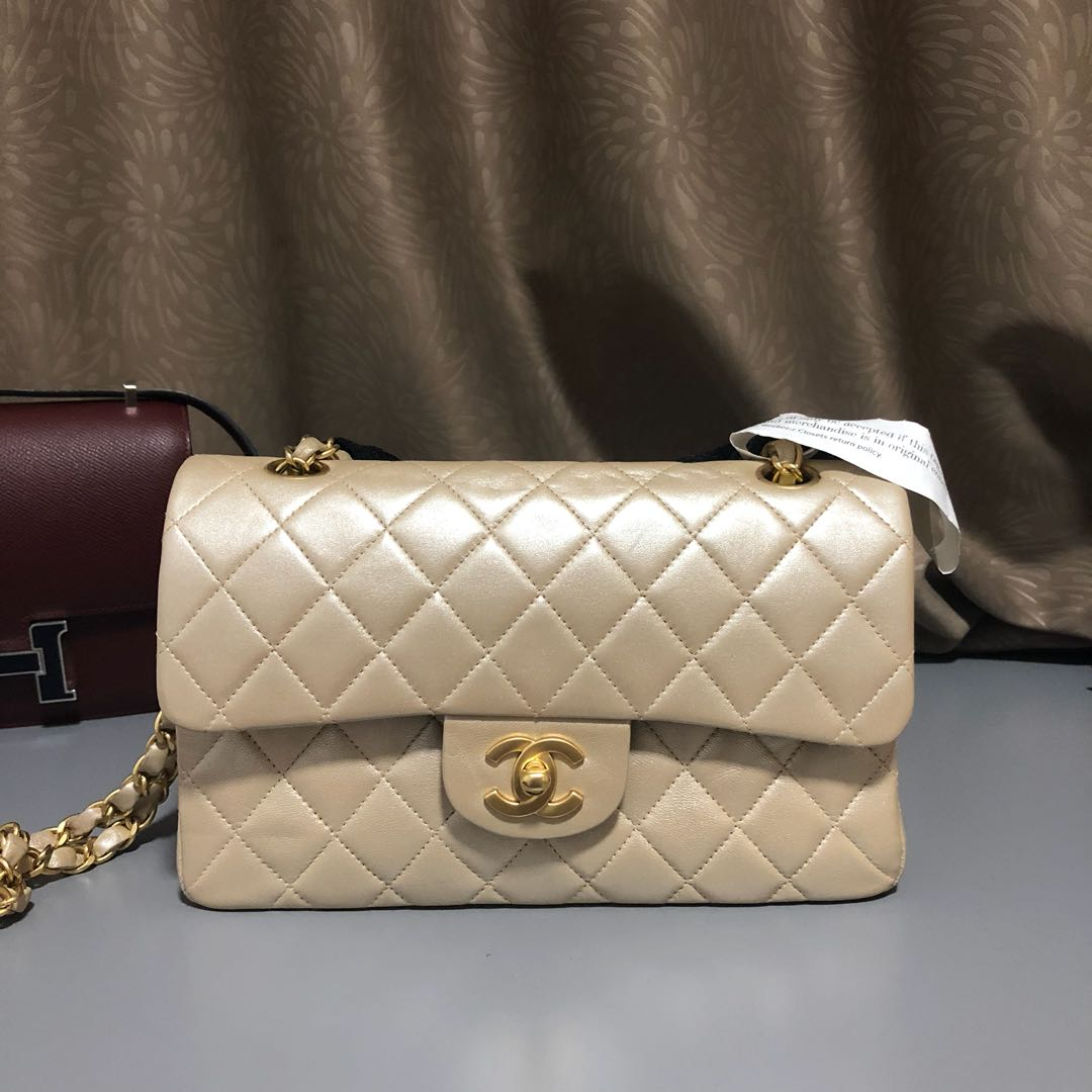 d41ed3580c30 Chanel Pearly Flap Bag, Luxury, Bags & Wallets, Handbags on Carousell