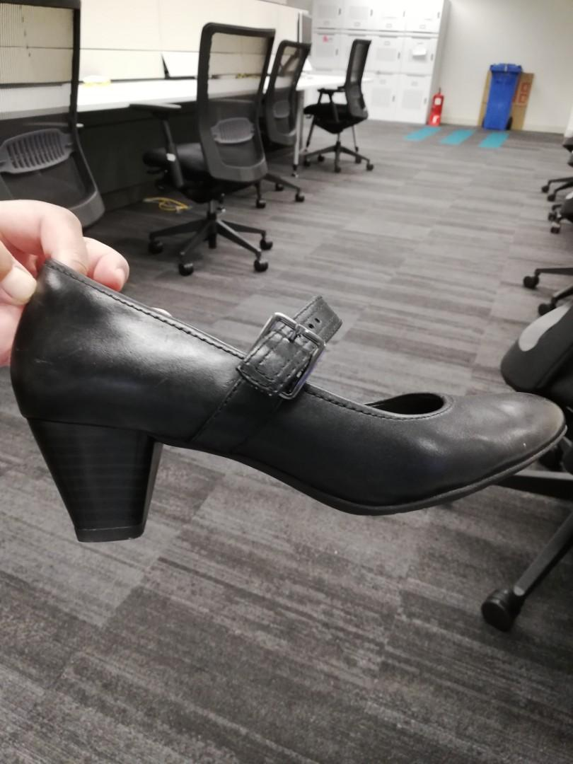 Clarks wide feet, Women's Fashion