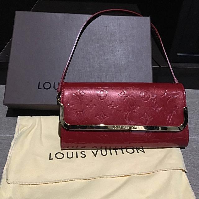 989c4c8ed486 Louis Vuitton Pomme D Amour Monogram Vernis Rossmore MM Clutch Bag ...