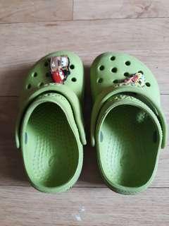 Authentic crocs 4/5c