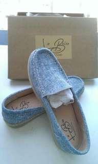 🚚 降價🔥轉賣-全新38/24台灣Labrisa手工鞋A107真皮印刷便鞋平底鞋天空藍