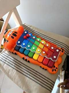 🚚 (central location) Little Tikes Xylophone with keyboard
