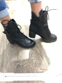 Black boots with heel