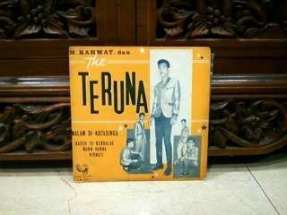 Piring Hitam..Ep...Vinyl... M. Rahmat dan The Teruna - Malam Di Kota Singa