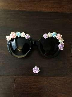 Flower rimmed sunglasses with intricate arms