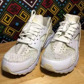 Reebok Triple White, Men's Fashion, Footwear, Sneakers on