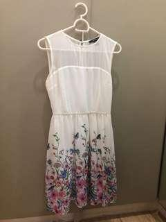 Forever21 S short white with floral prints