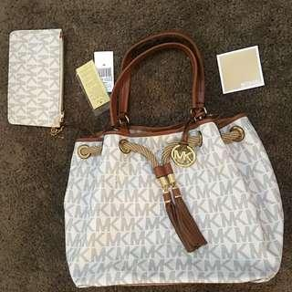 MICHAEL KORRS White Bucket Bag