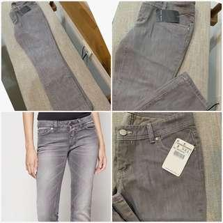 Auth💯Zara Relaxed Jeans (Retails at 1,800)