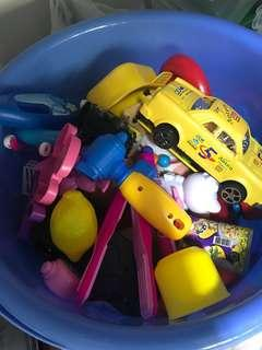 🚚 Assorted toys