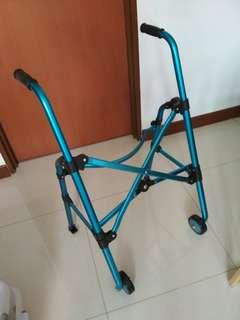 walking frame with 2  wheels n folderable