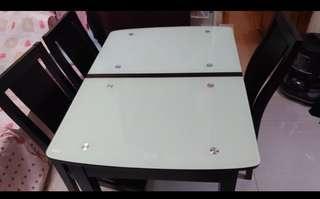 餐桌一張連四椅