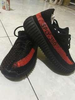 Sepatu yeezy anak size 27 (16.5)
