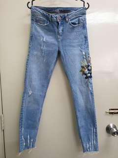 ZARA Embroidered Jeans  (34)