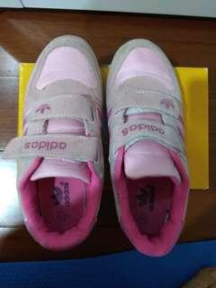 🚚 Adidas鞋子(尺寸34號 日本尺寸22號)