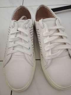 Sepatu putih cewek