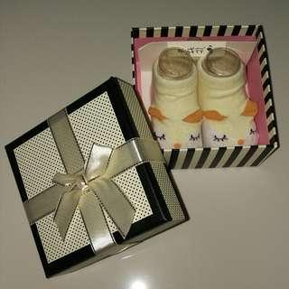 🚚 New born socks / shower gift