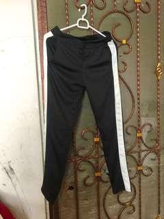 Side List Black Pants