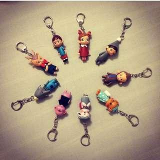 🚚 龍家昇設計師親筆簽名a Toys foresT 9隻鑰匙圈