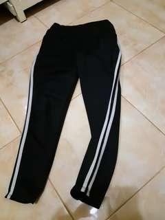 Celana strip